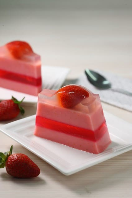 Resep Lebaran: Red and White Strawberry Pudding