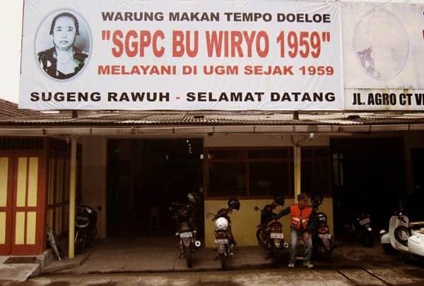 SGPC Bu Wiryo 1959 Warung Pecel Legendaris dari Kampus UGM