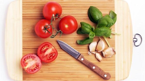 Tips Dapur: Merawat dan Membersihkan Talenan Kayu